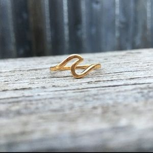 Jewelry - Catch a Wave ring - NWT